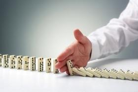 Opcija opustitve omogoča zasebnemu partnerju zaustavitev projekta, v kolikor se izkaže, da bo ta prinašal izgubo.